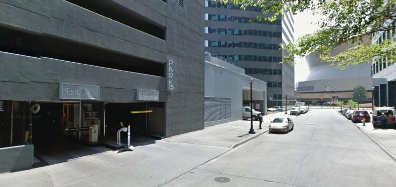 Central parking at 1555 poydras st new orleans parking for Parking at mercedes benz superdome